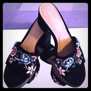Express Blk Bead Embroidery Flower Heel Sandal